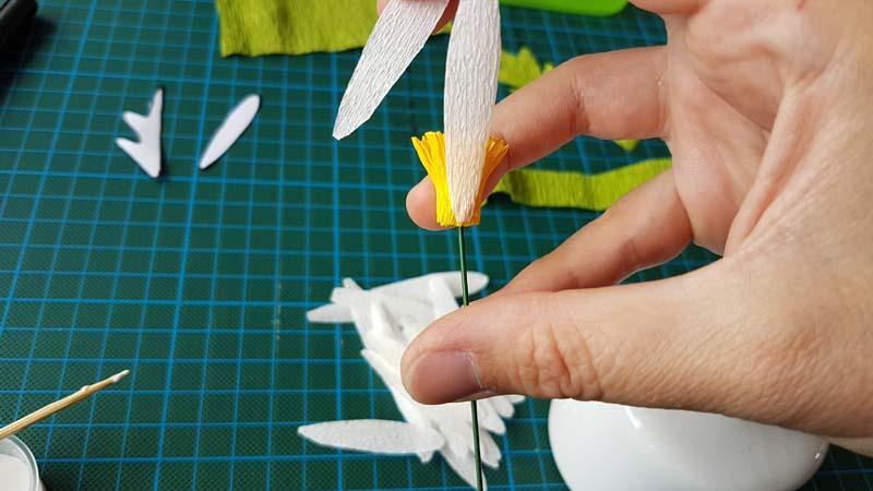 papieren-bloemen-handleiding-margriet-crepepapier-bloemblaadjes