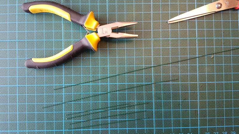 herfstbladeren van crêpepapier diy tutorial bloemdraad knippen
