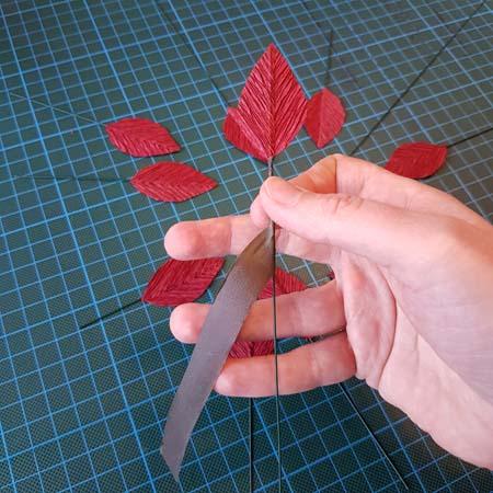 herfstbladeren van crêpepapier diy tutorial tak maken bloementape
