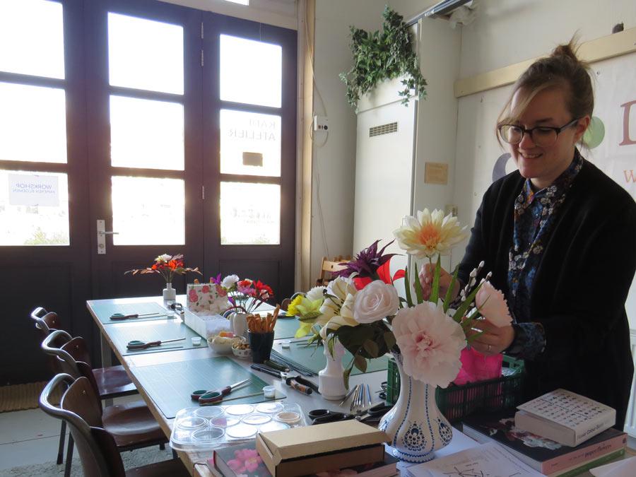 florist crêpe shop emily papieren bloemen