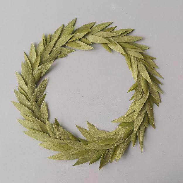 krans bladeren van crêpepapier